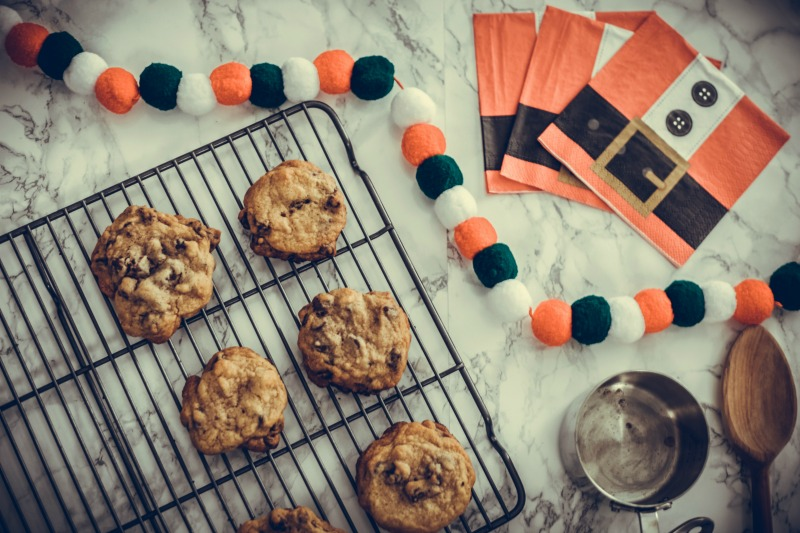 HOW TO THROW A CHRISTMAS COOKIE PARTY WITH PAPYRUS