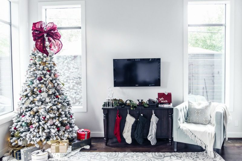 CHRISTMAS DECOR, Holiday Home Decor - CHRISTMAS HOME DECOR by Houston style blogger The Styled Fox