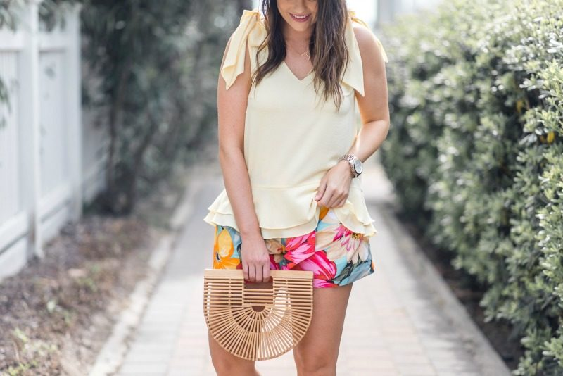 997fa65f27c369 HOW TO WEAR PRINTED SHORTS, NORDSTROM CECE TIE SHOULDER LAYERED BLOUSE,  MILLY ALEX SHORTS